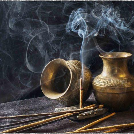 « D'Arabie s'exhale une odeur merveilleuse » : encens et parfums en Arabie de l'Antiquité à nos jours